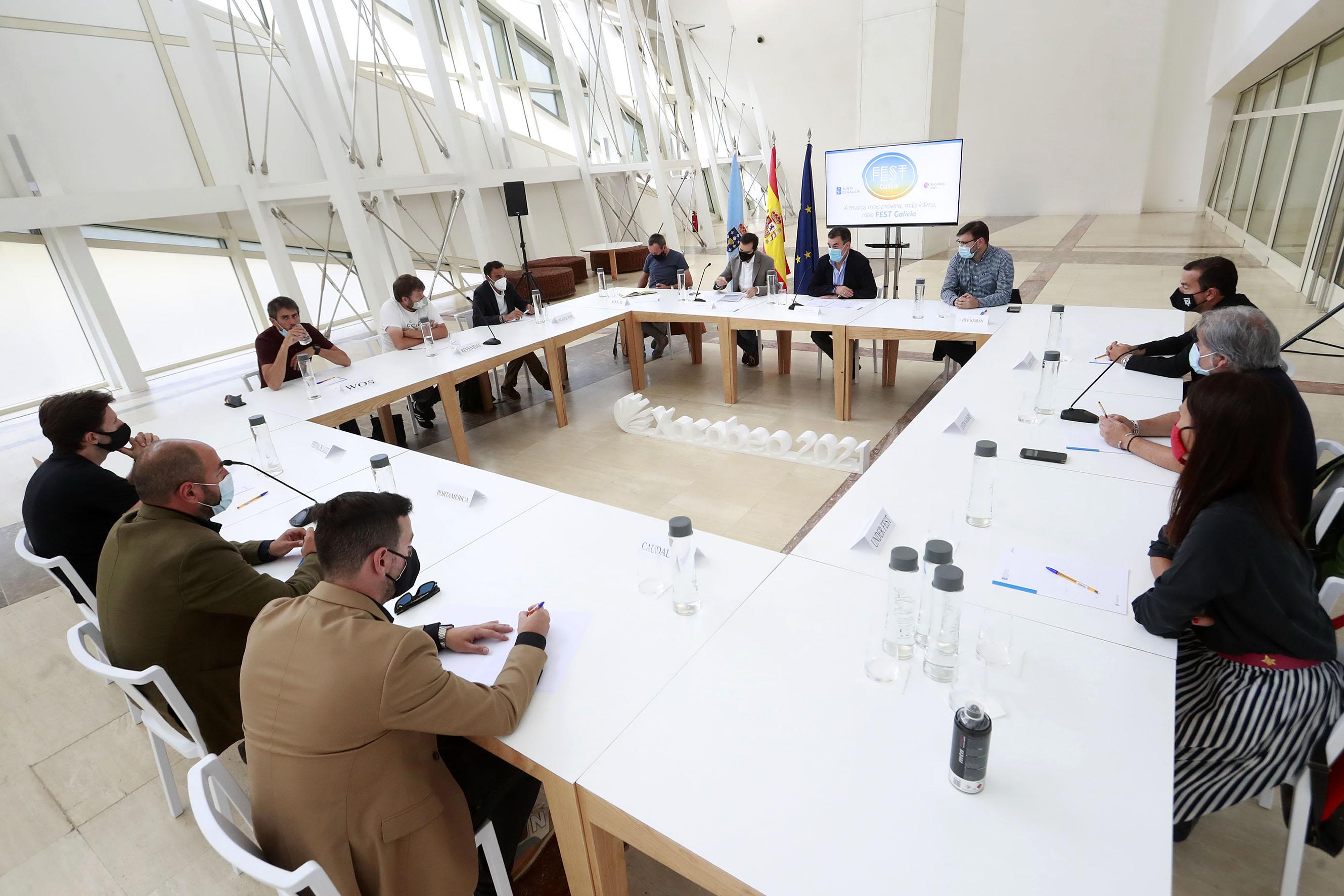 O conselleiro durante a reunión cos festivais Fest Galicia